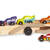 מוביל מכוניות ענק מעץ