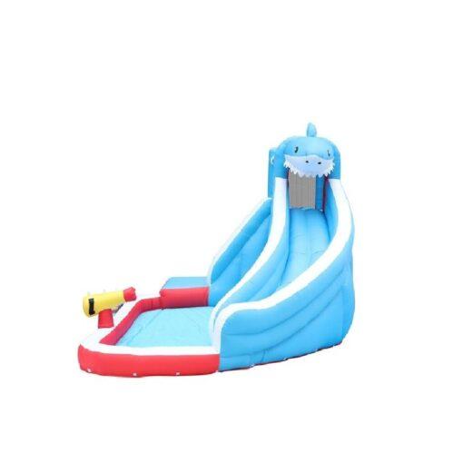 פארק מים מתנפח לילדים, פארק מים הכריש מבית JUMPER ISRAEL דגם 63114 הכולל מגלשת מים, קיר טיפוס, בריכה ותותח מים.